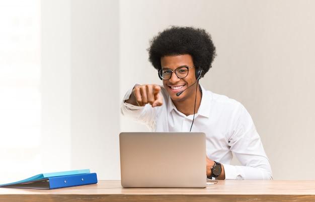 Młody telemarketer marzy o osiągnięciu celów