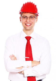 Młody uśmiechnięty architekt odizolowywający na bielu