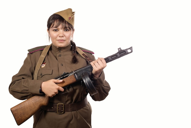 Młody żołnierz radziecki kobieta na białym tle