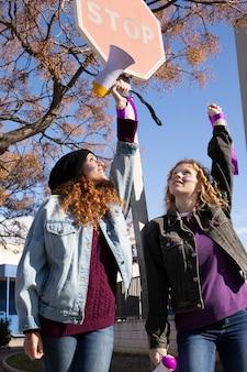 Młodzi aktywiści protestują razem