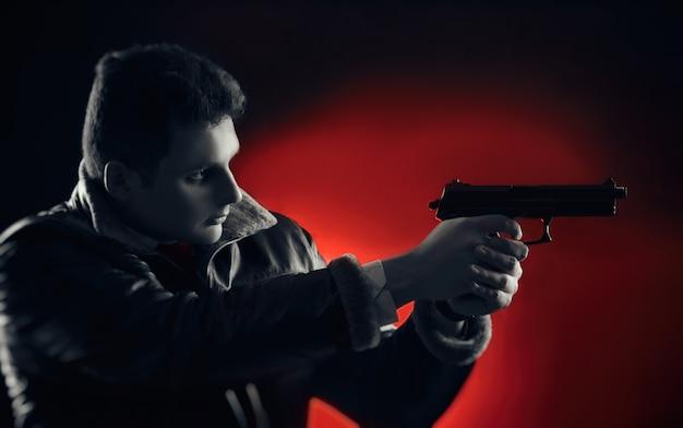 Młodzi mężczyźni z bronią pozują na czarnym tle w podświetleniu