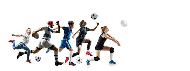 Młodzi sportowcy bieganie i skakanie na tle białego studia. pojęcie sportu, ruchu, energii i dynamicznego, zdrowego stylu życia. trening, ćwiczenie w ruchu. ulotka. siatkówka, piłka nożna, rugby.