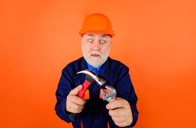Młotek i klucz biznes budownictwo technologia narzędzia naprawcze klucze portret klucza
