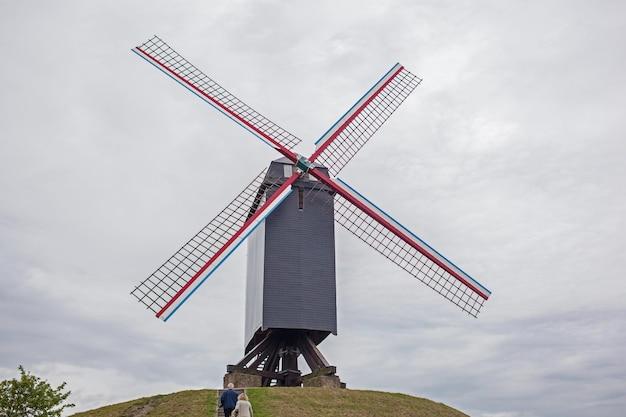 Młyn wiatrowy w brugii, belgia