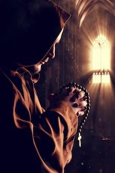 Mnich w kościele