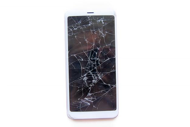 Mobilny smartphone z ekranem łamanego szkła odizolowywającego. koncepcja serwisu, naprawy i technologii.