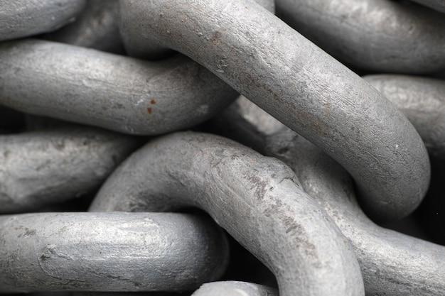 Mocne metalowe łańcuchy