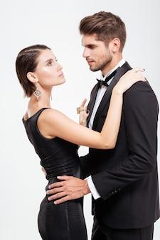 Moda biznesowa para. przytulanie.