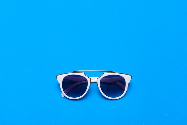 Moda damska okulary z bliska na jasne kolorowe