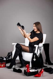 Moda dziewczyna młodych kobiet buty