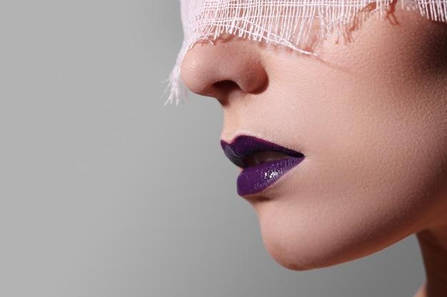 Moda fioletowe usta