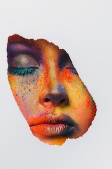 Moda kreatywna sztuka makijażu. streszczenie rozchlapać kolorowy makijaż. święto holi
