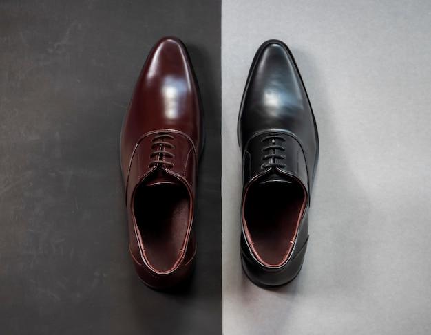 Moda męska skórzane buty oxford na szarym tle. widok z góry