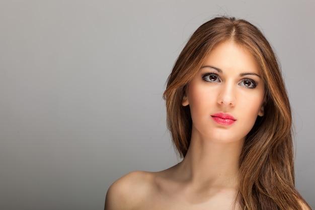 Moda piękny portret pięknej kobiety