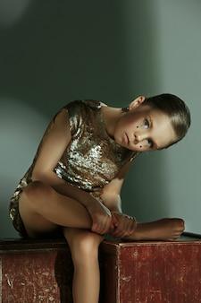 Moda Portret Młodej Pięknej Dziewczyny Nastolatki W Studio Darmowe Zdjęcia