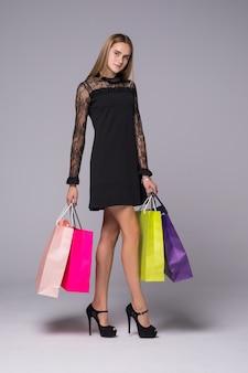 Moda zakupy model dziewczyna pełnej długości portret