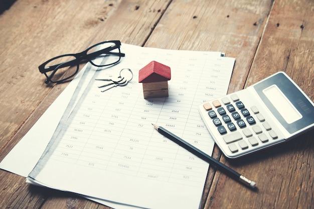 Model domu na umowie biznesowej z kluczem