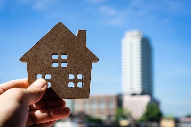 Model domu w domu brokera pośrednika ubezpieczeniowego lub osoby sprzedającej.