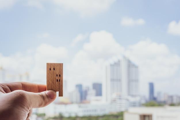 Model domu w ręce agentów pośredników ubezpieczeniowych
