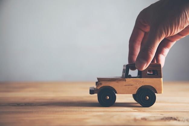 Model samochodu ręcznego mężczyzny