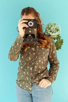 Model wiosenny robienie zdjęć