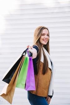 Model zawartości z torbami na zakupy