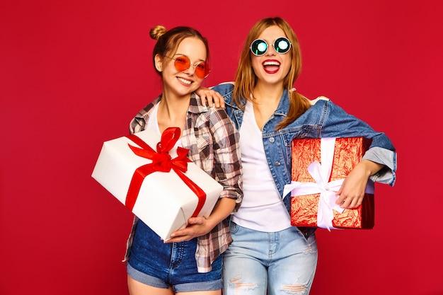 Modele z dużymi pudełkami prezentowymi