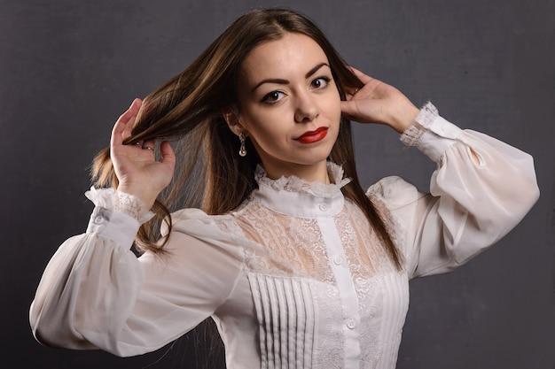 Modelka z długimi włosami