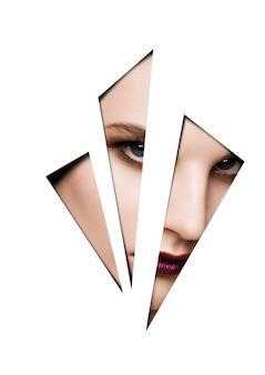 Modelka za pomocą makijażu poprzez kształty