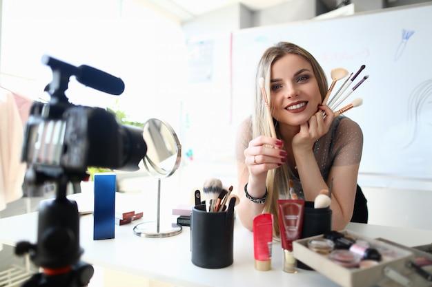 Modna blogerka millenial beauty woman