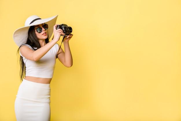 Modna kobieta biorąc zdjęcie