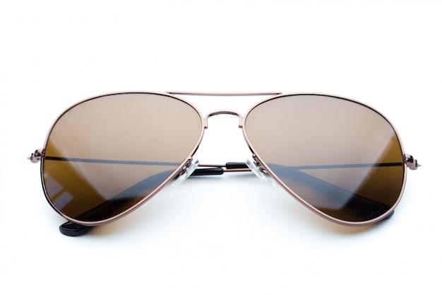 Modne ciemne okulary przeciwsłoneczne