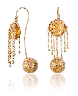 Modne damskie kolczyki w kolorze złotym. prezent biżuterii damskiej
