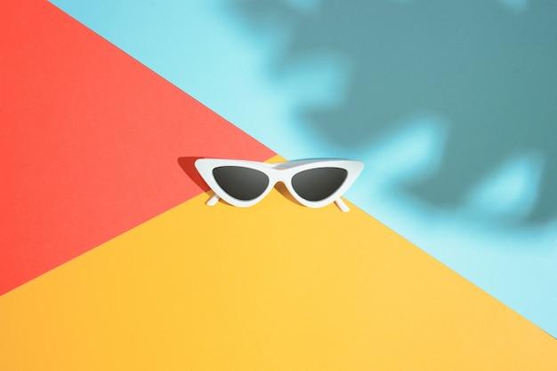 Modne okulary przeciwsłoneczne w stylu minimalizmu
