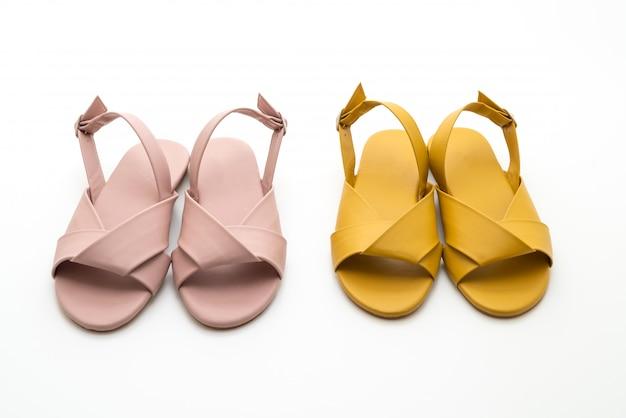 Modne skórzane sandały damskie i damskie z paskiem