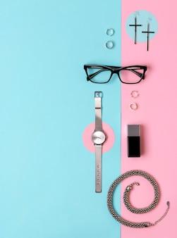 Modny damski zegarek, okulary, kolczyki, perfumy, pierścionki i naszyjnik z miejscem na kopię