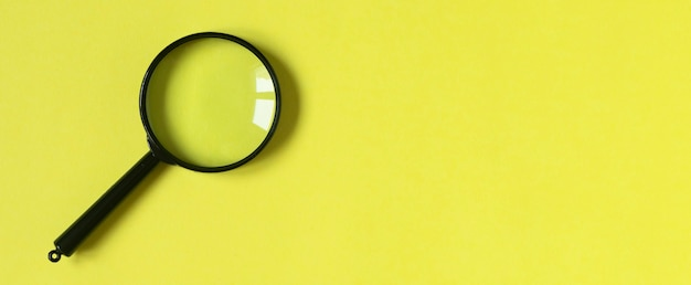 Modny kolorowy żółty sztandar z miejsca na kopię