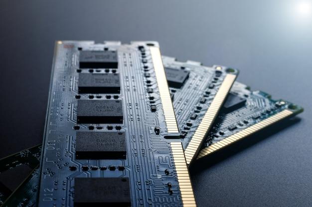 Moduły ram, elementy komputerowe