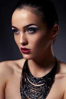 Mody look.glamor zbliżenie portret model piękny seksowny stylowy brunetka kaukaski młoda kobieta