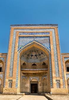 Mohammed rahim khan medresa w itchan kala, starym mieście w khivie. miejsce dziedzictwa unesco w uzbekistanie