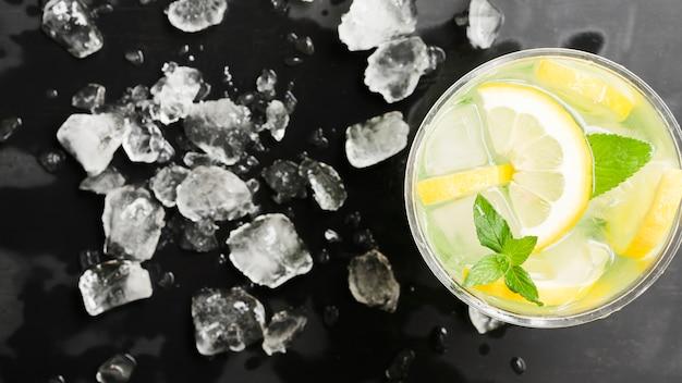 Mojito i rozdrobniony lód
