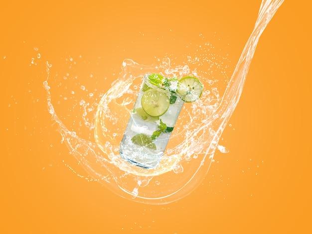 Mojito z pluskiem wody na pomarańczowym kolorze