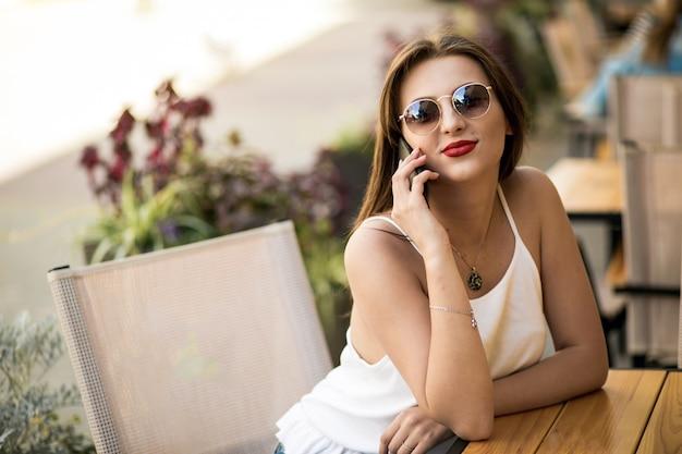Moment telefonu strój życia okulary przeciwsłoneczni flirty