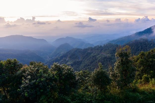 Mon sone widoku punkt, doi pha hom pok park narodowy, angkhang góra, chiang mai, tajlandia