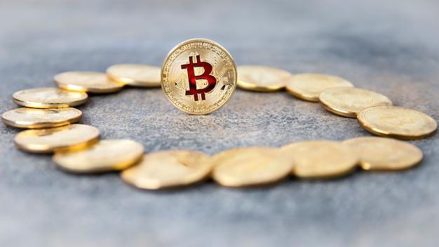 Moneta bitcoin kryptowaluty. złota moneta.