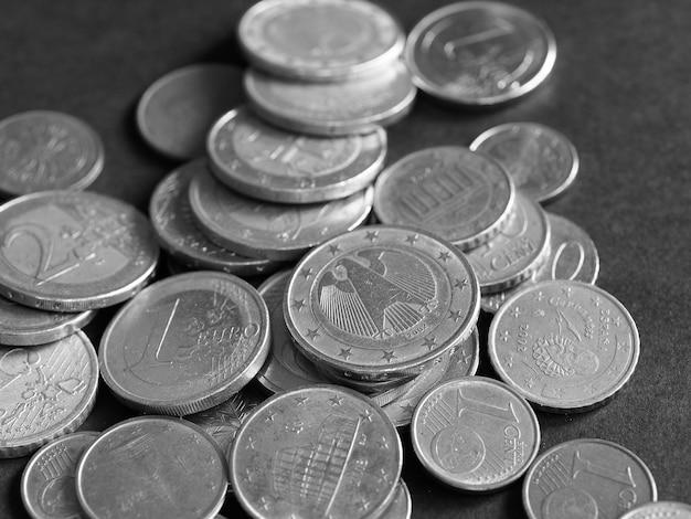 Monety euro, unia europejska na czarno w czerni i bieli