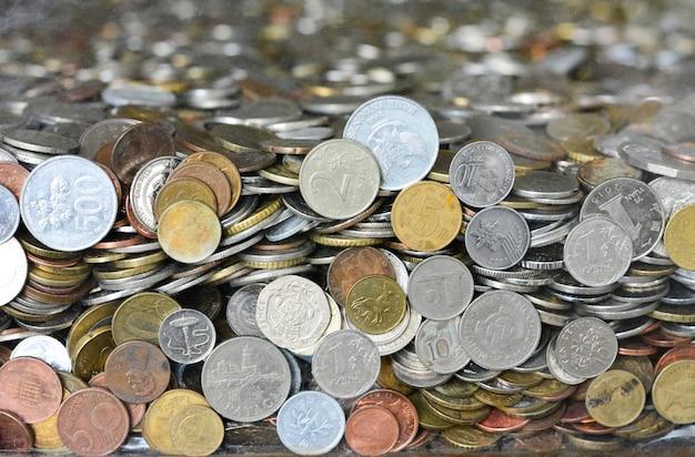 Monety różnych krajów tekstura dla tła
