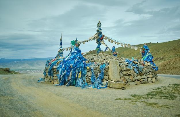 Mongolski ovoo, centrum khovd, prowincja khovd w mongolii.
