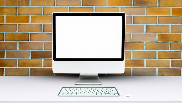 Monitor komputera na białym tle na białym ekranie na biurku w stylu biurowym.