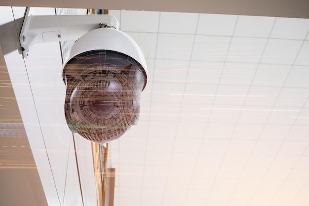 Monitoring kamer cctv w celu ochrony systemu bezpieczeństwa w biurze z abstargetem interfejsu graficznego sieci iot. telewizja przemysłowa, znana również jako nadzór wideo, przesyła sygnał do miejsca
